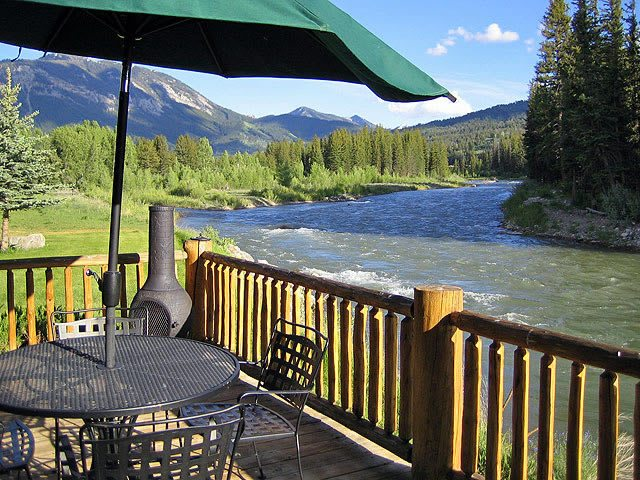 Spotted Horse Ranch patio